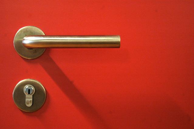 Červené dvere, kľučka